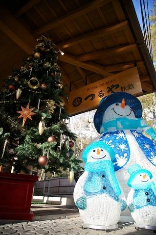 雪だるま君とクリスマスツリー