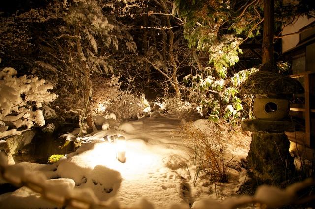 雪夜の中庭