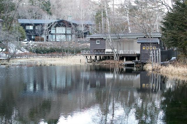 冬の雲場池カフェ