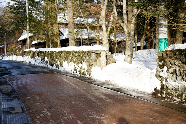 つるや旅館前除雪完了2