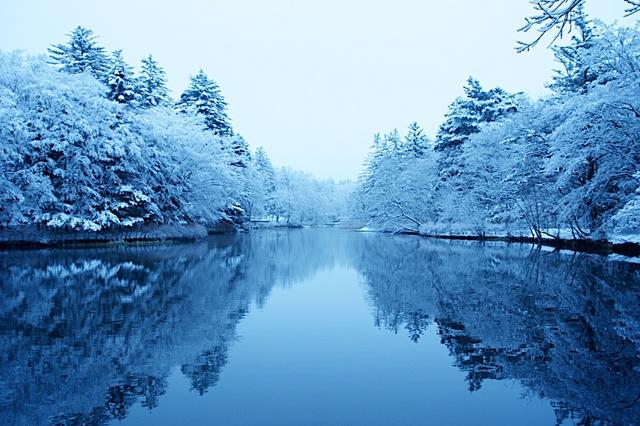 雪の中の雲場池