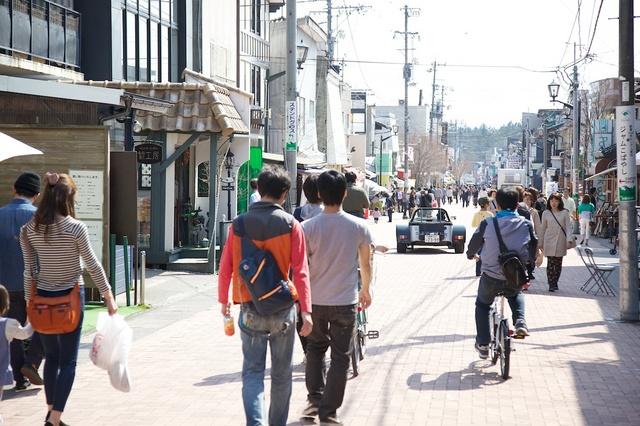 人通りの多くなってきた軽井沢