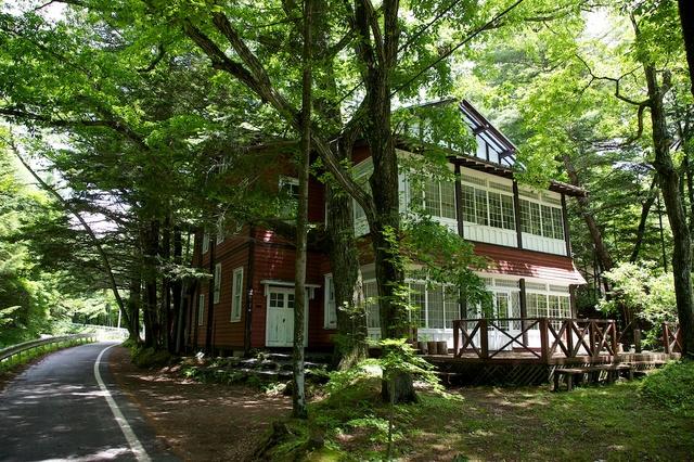 旧軽井沢の別荘地を歩く