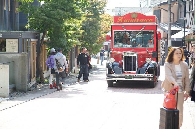旧軽井沢赤いバス02