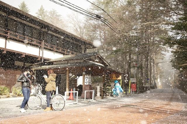 軽井沢、今シーズン初の雪01