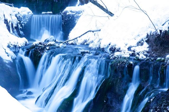 冬の白糸の滝03