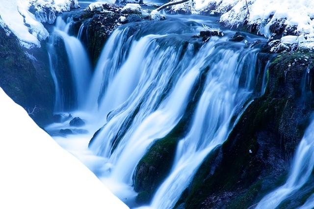 冬の白糸の滝04