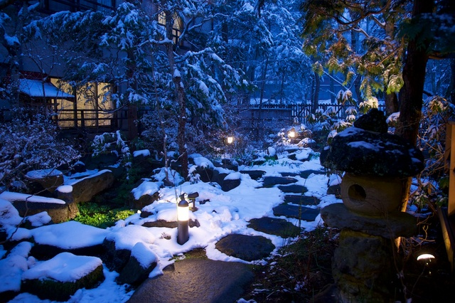 軽井沢春に雪