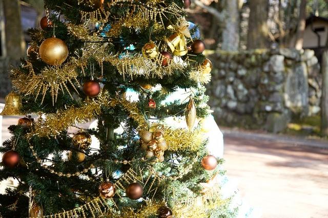 つるや旅館の雪だるまとクリスマスツリー02