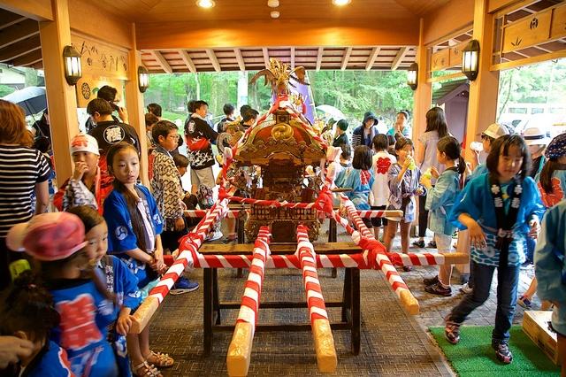 旧軽井沢子ども神輿03
